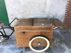 Vista de topo. Bike que está sendo utilizada para crepes franceses na região. .  . . . . . Quer fazer um carrinho para você também? Entre em contato para maiores informações em: vendas@arttrike.com.br . . . Conheça mais do nosso trabalho em: www.arttrike.com.br . . . . .  . . .. #carrinhosgourmet #carrinhosdefesta #carrinhosparaeventos #bikebeer #locação #partydesigner #gestãodeeventos #bikechope #bikechopee #cervejaartesanal #chope #chopeartesanal #foodbike #foodbikebrasil #foodtrike… Bike Food, Meals On Wheels, Storage, Furniture, Home Decor, Event Management, Fiestas, Wheelbarrow, Purse Storage