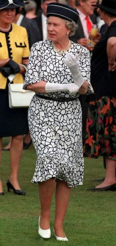 Queen Elizabeth's patterned dress at the 50th anniversary of Cumberland Lodge in 1997