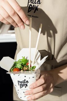 restaurant space branding - Delivery Food - Ideas of Delivery Food - Cloud kitchen packaging & branding Takeaway Packaging, Food Packaging Design, Coffee Packaging, Bottle Packaging, Pasta Delivery, Delivery Food, Restaurant Branding, Pasta Brands, Pasta Box