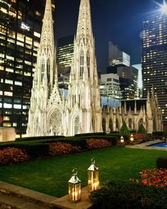 27 Romantic Places to Propose in NYC: 620 Loft & Garden at Rockefeller Center