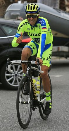 Alberto Contador @albertocontador Calentando motores! Warming-up. @giroditalia #-2days #Sanremo pic.twitter.com/YpA8R7mMtn