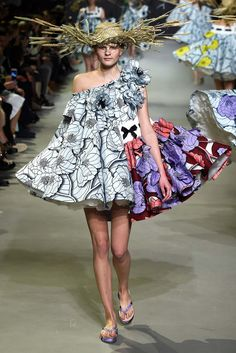 Viktor & Rolf - Spring 2015 Couture - Look 5 of 21