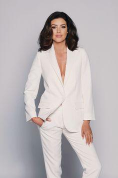 Suzanne Jackson ----------------------------------------- Booking: influencers@andrea.ie ------- #model #topmodel #modelagency #fashion #beauty #makeup #glam #glamor #glamour #glamorous #makeupgoals #curls #accessories #contour #hairgoals #print #photoshoot #tan #magazine #whitesuit #heels #strappysandals #strappyheels #beachhair #dreamhair #longnails #shorthair #rolex #jeans #denim #irish #irishgirl #girlboss #shinyhair #voluminoushair #lashes #eyemakeup #powersuit #powerdressing #suit Suzanne Jackson, Voluminous Hair, Irish Girls, White Suits, Power Dressing, Talent Agency, Beach Hair, Shiny Hair, Dream Hair