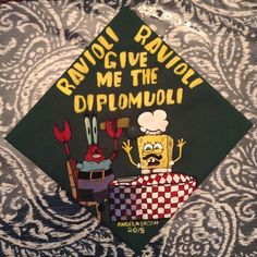 Clever Graduation Cap Ideas Spongebob graduation cap decorations - how fun! Funny Graduation Caps, Graduation Cap Designs, Graduation Cap Decoration, Graduation Diy, High School Graduation, Graduate School, Decorated Graduation Caps, Funny Grad Cap Ideas, Graduation Pictures