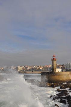 Cidade com marcas do passado. Cidade de ontem e de hoje. Cidade a (re)descobrir. Places In Portugal, Douro, Cool Art, Fun Art, Niagara Falls, Europe, Planets, Country, City