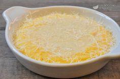 La polenta ai 4 formaggi è un ricco primo piatto che sposa il sapore delicato della polenta a quello della fonduta di formaggi. E' un piatto che si comincia a gustare con i primi freddi, ottima in autunno e inverno.