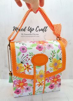 Hi everyone, today I'm sharing this very sweet satchel gift bag. I adore this gift bag and really enjoyed making it. I love all the details and the faux stitching all around the edges. Craft Gifts, Diy Gifts, How To Make A Gift Bag, Decorated Gift Bags, Paper Purse, Kawaii Gifts, Craft Stash, Stampin Up, Craft Fairs