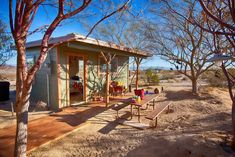"""Twin Tanks"" Desert Homestead Cabin - Houses for Rent in Twentynine Palms"