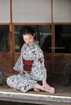 Ki no mi (berries and nut pattern) Japanese Outfits, Japanese Fashion, Japanese Girl, Japanese Beauty, Asian Beauty, Japanese Lifestyle, Traditional Japanese Kimono, Yukata Kimono, Japan Woman