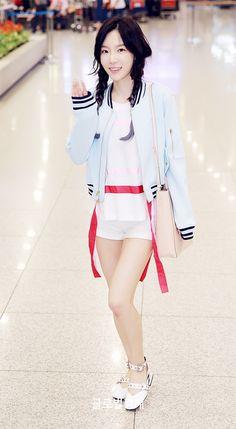 Taeyeon at Incheon Airport back from Hongkong Girls' Generation Taeyeon, Girls Generation, Korean Model, Korean Singer, Japanese Fashion, Asian Fashion, South Korean Girls, Korean Girl Groups, Snsd Airport Fashion