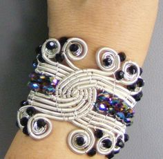 $5.00 tutorial : Riding The Wave Bracelet | JewelryLessons.com Wire cuff bracelet (advanced skill level)
