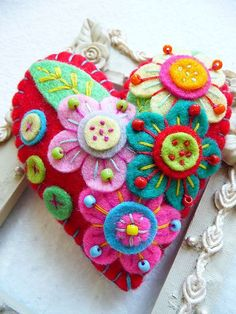 felt heart with flowers - wow these are amazing - I'm sure the girls will be inspired on Saturday...