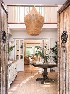 Revista El Mueble de mayo: no te pierdas el especial terrazas ¡espectacular! Cottage Entryway, Ideas Prácticas, Foyer, House, Places, Mayo, Interiors, Shopping, House Interiors