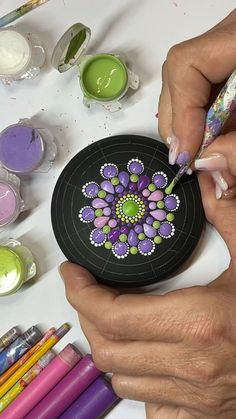 Stone Art Painting, Dot Art Painting, Pebble Painting, Mandala Art Lesson, Mandala Drawing, Mandala Painting, Mandala Painted Rocks, Painted Rocks Craft, Rock Painting Patterns