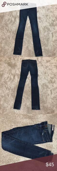 "J Brand pencil leg skinny jeans J brand pencil leg skinny jeans size 26. Approx 33"" inseam, 5"" leg opening, 7"" rise. Waist 14"" across when laid flat. Jeans are stretchy and flattering! J Brand Jeans Skinny"