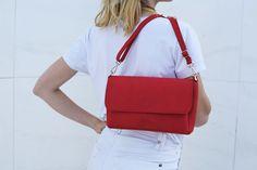 Red bag. Passionate. Made in Spain.  Bolso de piel rojo. Handmade