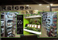 Nos siguen llegando fotos de tiendas, herbolarios, farmacias... con nuestros producto. Nos encanta ver lo bonito que ponéis vuestros locales con nuestras infusiones y productos ecológicos☺️ ¿Que donde esta esta ecotienda? Se encuentra en Valladolid, en la calle Juan Martinez de Villergas nº2. No dudéis en pasaros por allí si estáis buscando una rica infusión🍃☕️🍂  #Josenea #DelCampoALaTaza #Productos #Ecológicos #Organic #Products #Eco #Tienda #Shop #Valladolid #Infusiones #Infusion #Té…