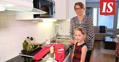 """Suomen kaikkien aikojen niksiksi on valittu Sanna Salmen """"Rasvatahrat veks"""" -niksi. Takana, Diy And Crafts, Cleaning, Tips, Advice"""