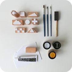 Gemakkelijk stempels maken voor op textiel. Blokjes   foam   penseeltjes   textielverf. Leuk idee!