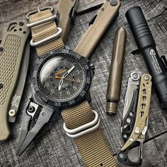 Timex Expedition with other fantastic looking every day carry gear. #edcgear