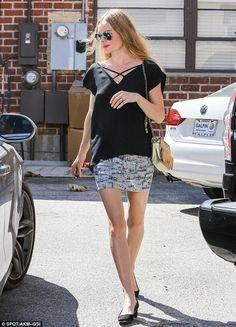 Kate Bosworth... post nuptials... sweet, understated, yet sexy ensemble.. love her trademark aviator sunglasses!