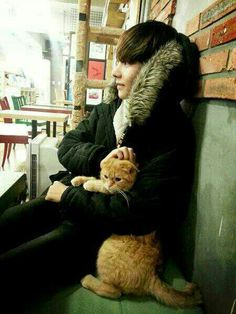 V and cute kitty!