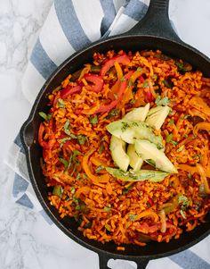One Pot Vegan Fajitas with Spiralized Sweet Potato Rice Avocado Recipes, Whole Food Recipes, Vegetarian Recipes, Cooking Recipes, Sweet Potato Spiralizer Recipes, Vegetable Recipes, Healthy Food Blogs, Healthy Eating, Healthy Recipes
