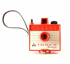 Add this hard-to-find Red Tower Snappy Camera from the early 1960s to your collection! This Tower Snappy camera is modeled after the Imperial Savoy camera and was sold under the Tower brand made by Se