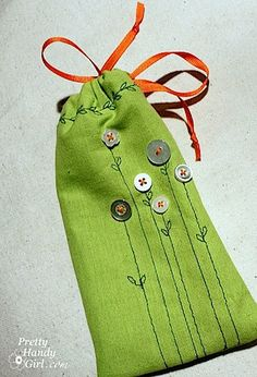 Mini Gift Pouches with tutorial - so sweet - a first sewing machine project