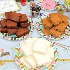 Celebrate your birthday with the brownie sundae spread of your dreams while Party City provides everything from decor and serveware to candies and toppings! Dessert Cake Recipes, Easy Cookie Recipes, Party Desserts, Brownie Recipes, Brownie Sundae, Sundae Bar, Delicious Deserts, Healthy Sweet Treats, Serveware