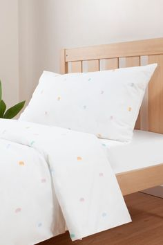 Add a touch of colour to any bedroom with this stunning appliqué bedding set. Made with cotton, our bedding is soft to the touch and breathable for maximum comfort. Quilt Cover Sets, Quilt Sets, Kids Bedroom, Bedroom Ideas, Bohemian Kids, Single Quilt, Bed Covers, Bed Sheets, Bedding Sets