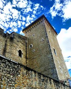 Arroccata.     #spoleto #igersitaly #igerseurope #igersitalia #igersumbria #ig_italia #ig_italy #ig_europe #ig_umbria  #umbria #italianplaces #cloudporn #clouds  #nuvole #italiainunoscatto #bestvacations #castle  #umbriagram #volgoumbria #vivoumbria #igerseuropa #traveldiary #instatravel #neverstopexploring #visitumbria #roccadialbornoz #battlements #merli  #castello