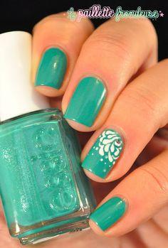 La paillette frondeuse #nail #nails #nailart | See more nail designs at http://www.nailsss.com/french-nails/2/