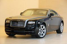Rolls-Royce Wraith 6.6 V12  € 399.000,- Kenteken Nog niet bekend Kilometerstand 15 KM Transmissie Automaat Brandstof Benzine Motorvermogen 632 pk Aantal deuren 2 Exterieur DIAMOND BLACK / JUBILEE Interieur Bruin / Leder BTW verrekenbaar Ja