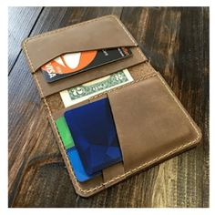 A top-tier wallet and a high-quality watch are the first two things, Every man wants to carry a genuine top-quality handmade leather wallets. Crochet Wallet, Simple Wallet, Handmade Leather Wallet, Designer Wallets, Distressed Leather, Leather Design, Wallets For Women, Purse Wallet, Minimalist