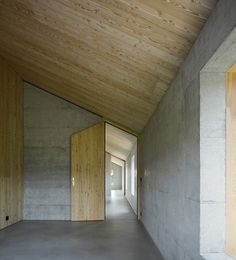 more... Concrete & wood House D / HHF Architects
