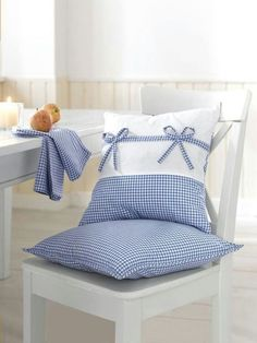 Chair pad n cushion Sewing Pillows, Diy Pillows, Creation Deco, Blue Gingham, Decorative Cushions, Soft Furnishings, Cushion Covers, Pillow Cases, Blue And White