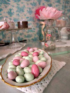 Ajouter de la gourmandise à votre buffet, avec les Galets Lorenzo dans les tons pastels.