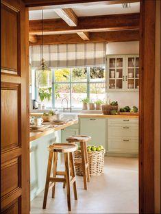 Kitchen interior design – Home Decor Interior Designs Home Decor Kitchen, Interior Design Kitchen, Kitchen Dining, Cottage Kitchens, Home Kitchens, Sweet Home, Cottage Interiors, Cuisines Design, Küchen Design