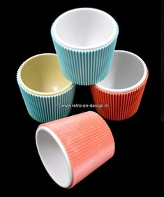 Turkstra eierdoppen van geribbeld plastic. Jaren 60