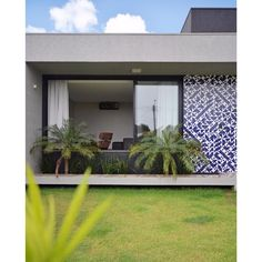 Lurca Azulejos | Azulejos Laje Azul Royal no projeto @giordanorogoski.com, foto @camargomarcus | Laje Royal Blue - Ceramic Tiles // Shop Online www.lurca.com.br #azulejos #azulejosdecorados #revestimento #arquitetura #reforma #decoração #interiores #decor #casa #sala #design #cerâmica #tiles #ceramictiles #architecture #interiors #homestyle #livingroom #wall #homedecor #lurca #lurcaazulejosLurca