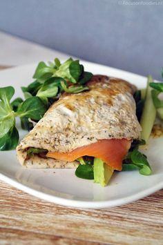 Healthy ei wrap met zalm en avocado - Focus on Foodies Low Carb Recipes, Healthy Recipes, Healthy Snacks, Healthy Eating, Good Food, Yummy Food, Convenience Food, Eating Habits, Food Videos