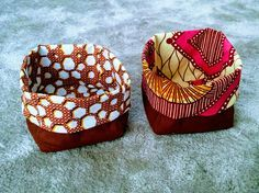 Petites panières en wax à offrir pour Noël #homemade #gift #diy #sewing #cadeau #couture #faitmain African Crafts, African Home Decor, Dyi Couture, Diy Cadeau Noel, African Design, Sewing Projects, Coin Purse, How To Make, Gifts