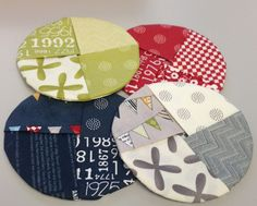 wine coasters with MODA fabrics Quilted Coasters, Fabric Coasters, Glass Coasters, Drink Coasters, Mug Rug Patterns, Quilt Patterns, Small Sewing Projects, Craft Projects, Fabric Crafts