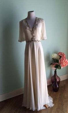 Jenny Packham 10: buy this dress for a fraction of the salon price on PreOwnedWeddingDresses.com