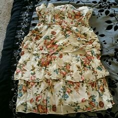 Spring Floral print strapless dress This is a floral print short dress and looks so cute with cowboy boots, heels or sandals! Colors include greens, burgundy, blues and tans Dresses Strapless