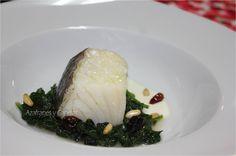 Bacalao confitado con espinacas, piñones y crema de idiazabal | Azafranes y Canelas