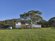Located in South Australia, Waitpinga House is a family retreat designed by Mountford Williamson Architecture. Cabana, Shed Plans, House Plans, Clad Home, Sea Container Homes, Australia House, Retreat House, Home Design Floor Plans, Narrow House