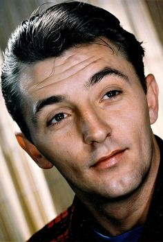 Robert Mitchum....wow, what an awesome actor, and it made it all look sooo easy! So handsome also.