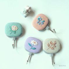 いいね!151件、コメント1件 ― 꽃보다 자수さん(@a.sunghee)のInstagramアカウント: 「1년전쯤 만들었던 뭔가거는 고리!ㅋㅋ - #사진첩보다가예뻐서킄킄 - #꽃보다자수 #춘천프랑스자수 #프랑스자수 #손자수 #embroidery #emboacia #embobado…」